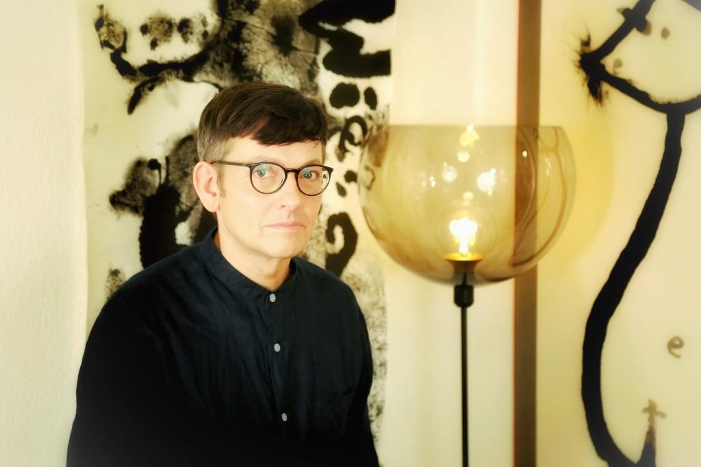 Artist Bob Schneider in his Studio Berlin Kreuzberg 2021 Foto: Mönchsleben
